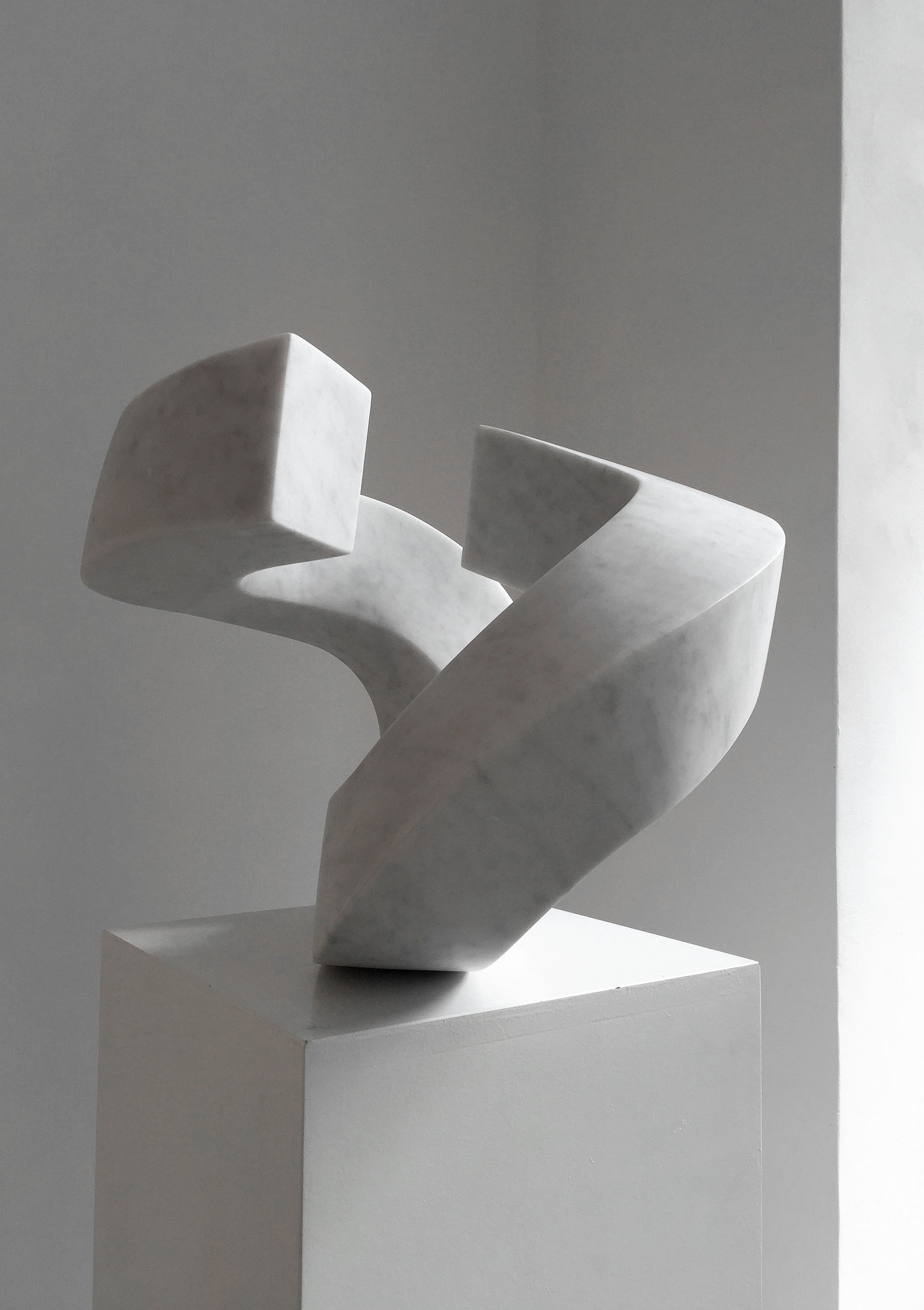 KOMPOSITION 7, 2010, Carrara Marmor, 43 x 43 x 33 cm